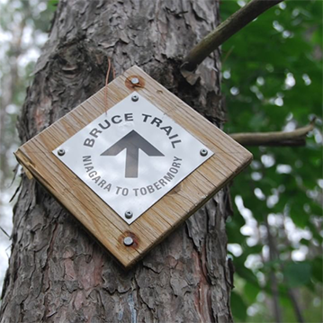 Bruce Trail Niagara to Tobermory sign.