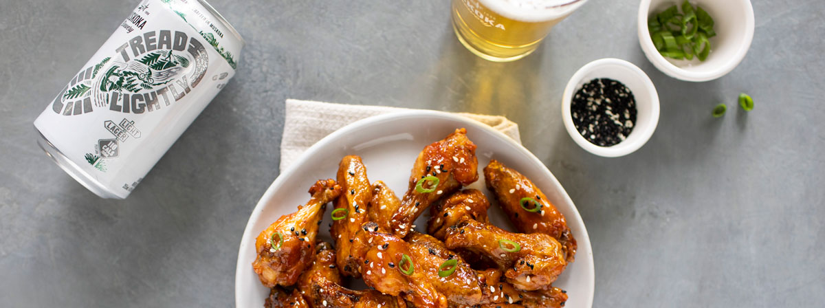 plate of wings with can and glass of Tread Lightly